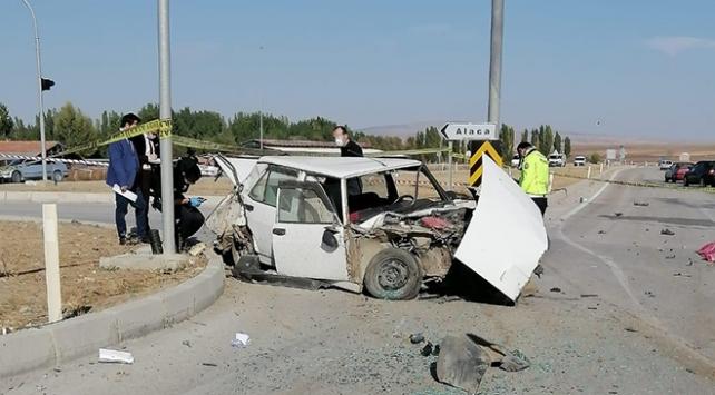 Çorumda kamyonla otomobil çarpıştı: 1 ölü, 1 yaralı