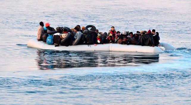 Alman Spiegel dergisi: Frontex Yunanistanın mültecileri açık denize geri itmesine destek verdi