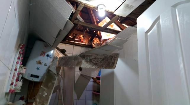 Kaya parçaları çatıyı delip eve girdi