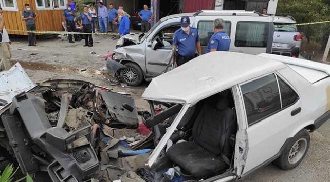 Hatayda hafif ticari araç ile otomobil çarpıştı: 8 yaralı