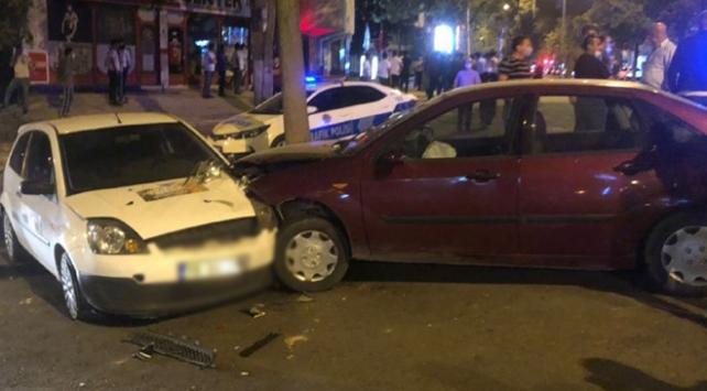 Ehliyetsiz sürücünün kullandığı otomobil 6 araca çarptı