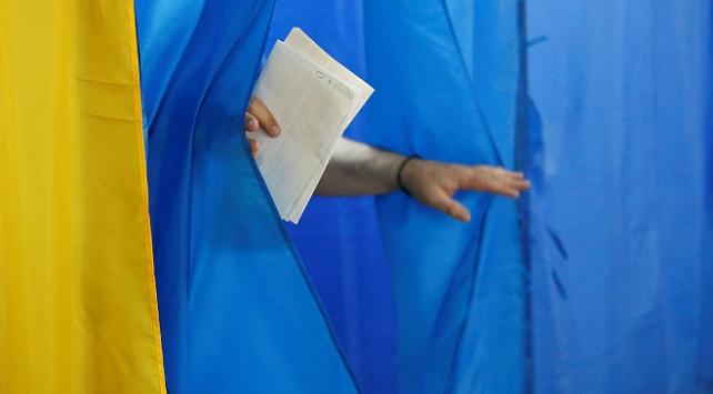 Ukraynalılar yerel seçimler için sandık başında
