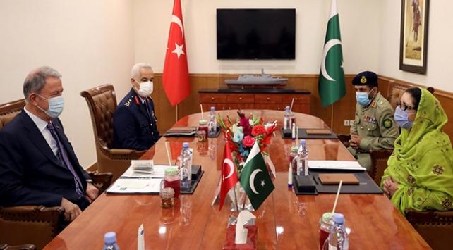 Bakan Akar Pakistanlı mevkidaşı ile görüştü