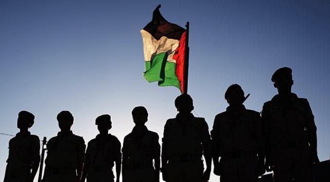 """Filistinli gruplardan """"18 yaşındaki gencin İsrail askerlerince darbedilerek öldürülmesine"""" tepki"""