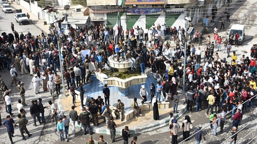 Fransa Cumhurbaşkanı Macron, Suriye'de protesto edildi
