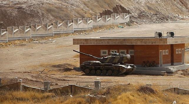 İran, kuzeybatı sınırına askeri yığınak yaptı