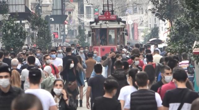 İstiklal Caddesinde yoğun kalabalık