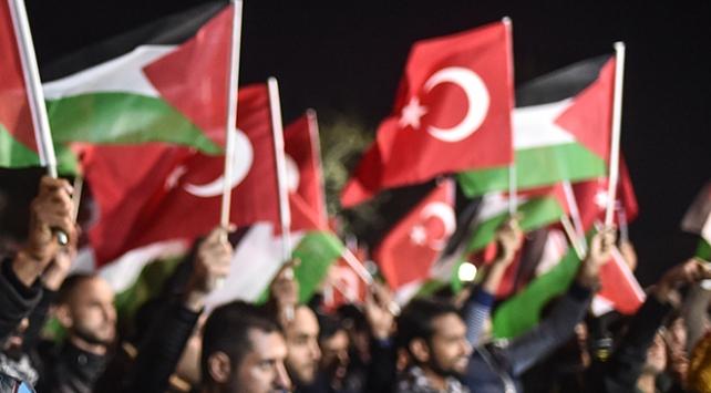 Filistinlilerden Fransa'ya tepki olarak Türk bayraklı gösteri