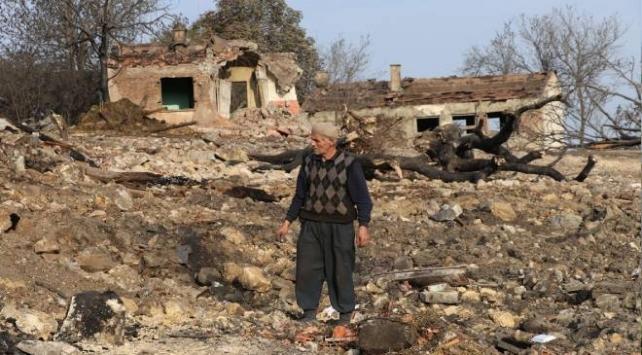 Boluda yanan köyde enkaz kaldırma çalışmaları sürüyor
