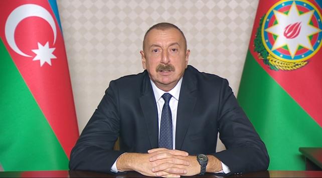 Aliyev: Ateşkes isteyenler Ermenistana silah gönderiyor