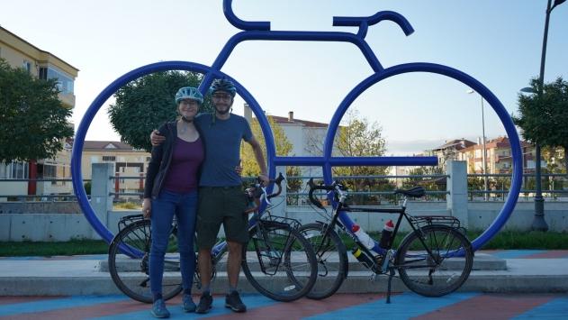 İsviçreden bisikletle yola çıkan iki turist Kırklareline ulaştı