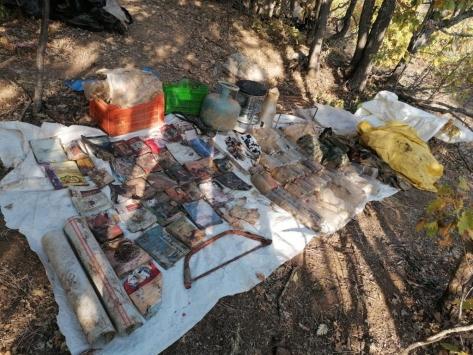 Muşta PKKlı teröristlerce kullanılan iki sığınakta patlayıcı ve yaşam malzemeleri bulundu