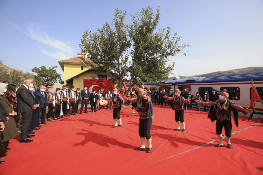 Kültür ve Turizm Bakanı Ersoy, Karaelmas Ekspresi ile yolculuğa çıktı