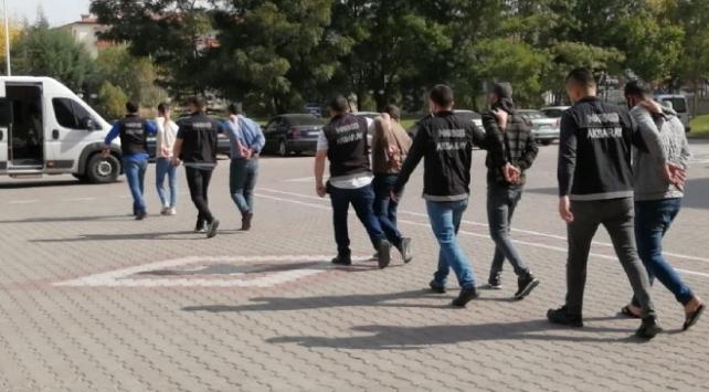 Aksarayda zehir tacirlerine operasyon: 5 tutuklama