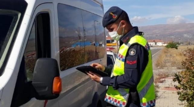 Erzincanda tedbirlere uymayan 23 kişiye para cezası