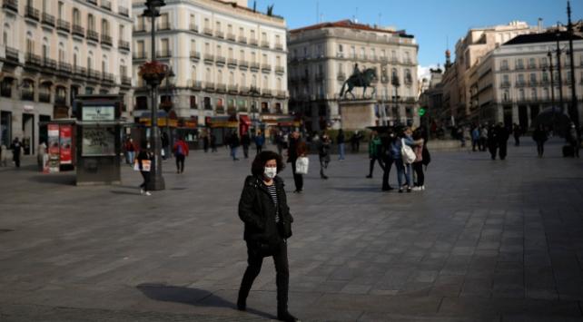 İspanyada vakalar son 3 günde 52 bin 188 arttı
