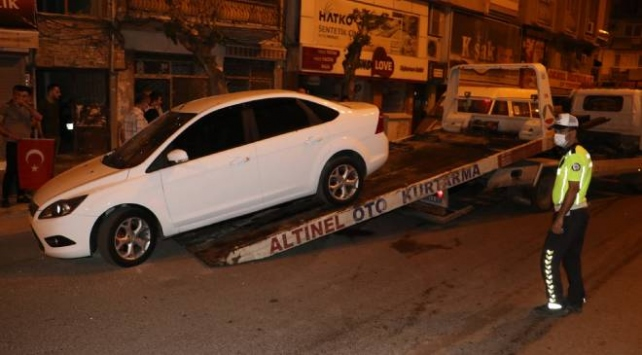 Hataydaki patlamada hasar gören araçlar çekildi
