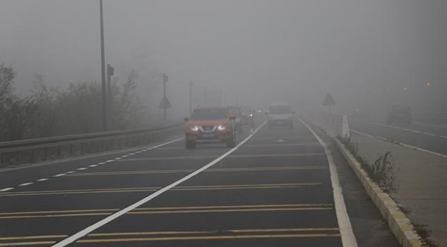 Bolu Dağında yoğun sis sürücüleri zorluyor