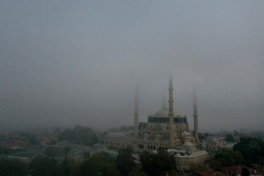 Sis içerisinde kalan Selimiye Camis manzarasıyla hayran bıraktı