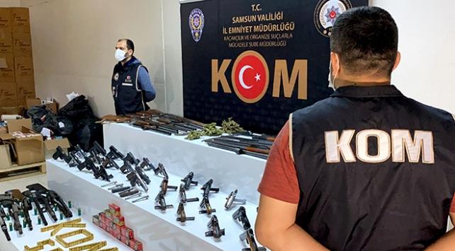Tavuk kümesinden silah ve uyuşturucu çıktı: 19 gözaltı