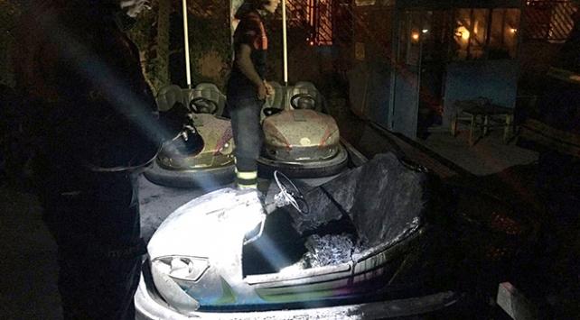 Aydında lunaparkta çarpışan araba yandı