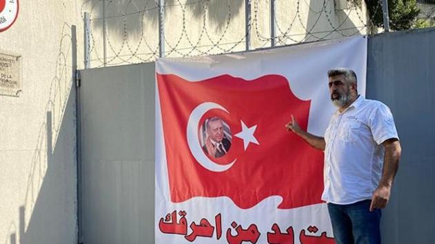 Lübnandaki Türk Büyükelçiliğine bayraklı destek