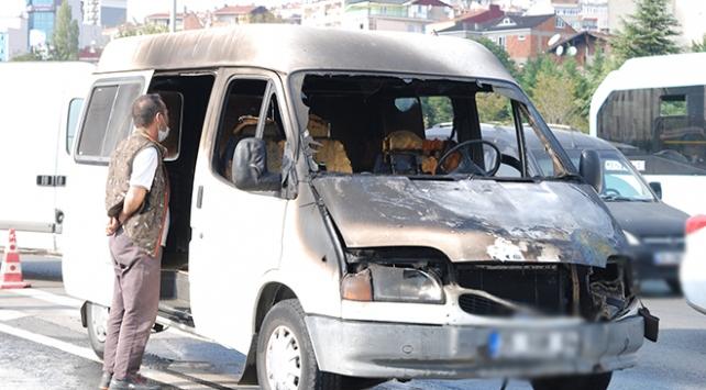 İstanbulda seyir halindeki araç yandı