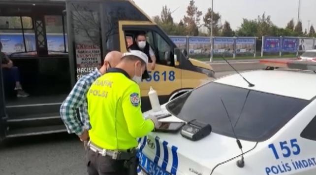 İstanbulda tedbirlere uymayan 15 minibüs şoförüne ceza kesildi