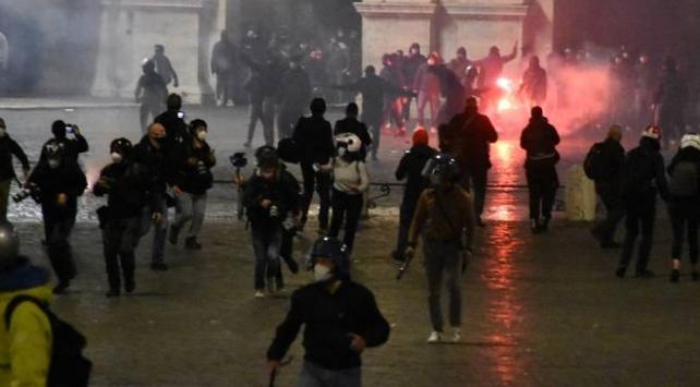 İtalyada tedbirlere yönelik protestolar devam ediyor