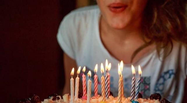 Doğum günü partisi yapan çift koronavirüse yakalandı