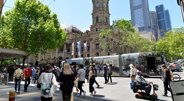 Melbournedeki COVID-19 yasakları kaldırıldı, kent yeniden canlandı