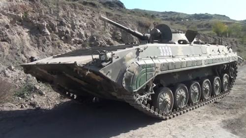Azerbaycan, Ermenistan'ın mevzide bıraktığı araç ve silahların görüntülerini paylaştı