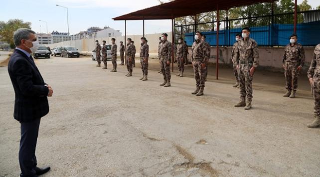 Özel harekat polisleri, dualarla Suriyeye uğurlandı