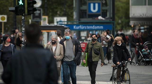Almanyada 14 bin 964 kişiyle en yüksek günlük vaka sayısı açıklandı
