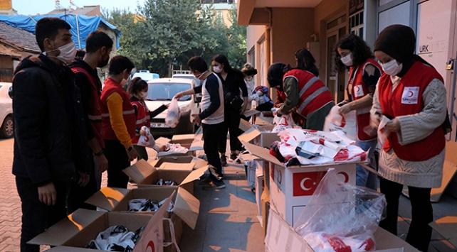 Türk Kızılaydan ihtiyaç sahibi çocuklara kıyafet yardımı