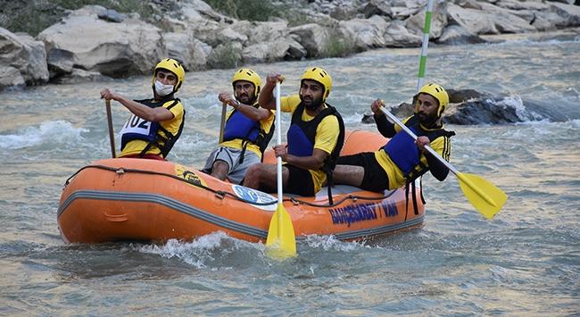 Türkiye Rafting Şampiyonası Hakkaride devam ediyor