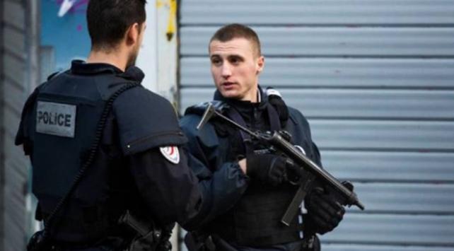 Fransada bir kilise yakınında bıçaklı saldırı: 3 ölü