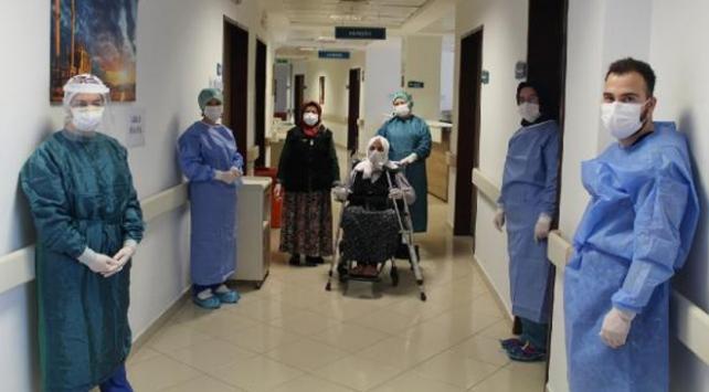 110 yaşındaki hasta koronavirüsü yendi