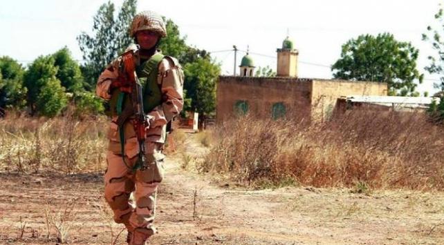 Nijeryada camiyi basan silahlı grup 17 kişiyi kaçırdı