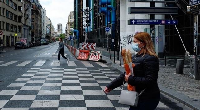 Fransada COVID-19 vaka sayısı yeniden 50 bine yaklaştı