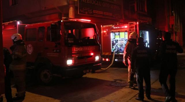 İzmirde çatıda çıkan yangın söndürüldü