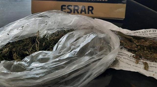 Adanada 1 kilo 500 gram esrar ele geçirildi