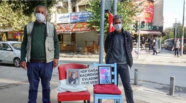 İzmirde HDP önündeki evlat nöbetine bir baba daha katıldı