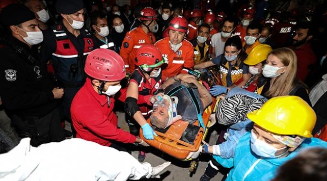 İzmirdeki depremde 2 kişi daha enkazdan sağ çıkarıldı