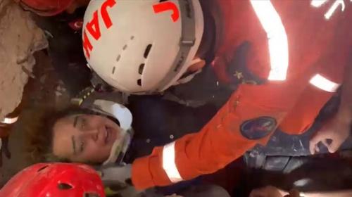Buse enkazdan kurtarıldı