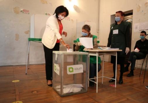 Gürcistanda halk milletvekili seçimleri için sandık başında