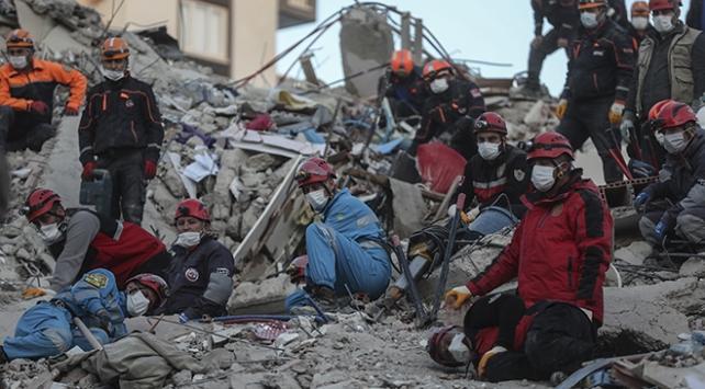 İzmirde depremzedelere eşya ve kira yardımı