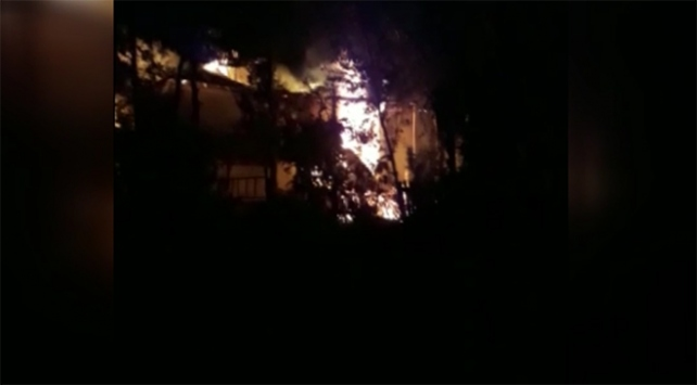 Sivasta bir ev alevler içinde kaldı: 1 ölü, 1 yaralı