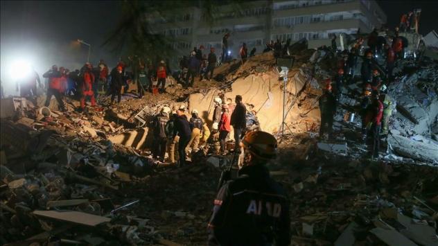 Depremden 30 saat sonra enkazdan çıkarılan kişi hayatını kaybetti