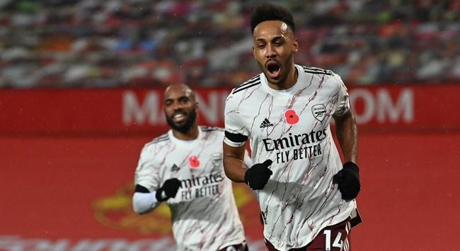 Arsenal Manchester Unitedı tek golle yendi